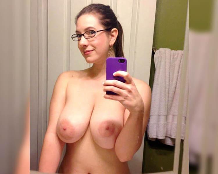 tel rose etudiante gros seins lunettes